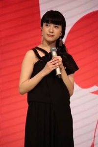 吉高由里子 紅白 衣装 ハナエモリ