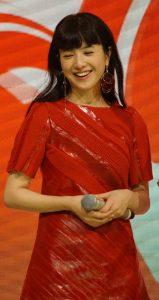 吉高由里子 紅白 衣装 ルイ・ヴィトン