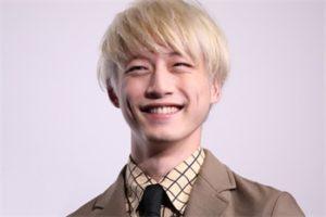 坂口健太郎 画像 高画質 笑顔
