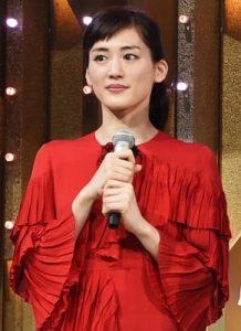 綾瀬はるか 紅白 衣装 グッチ
