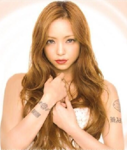 安室奈美恵 タトゥー 画像