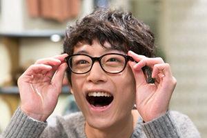 坂口健太郎 画像 笑顔 メガネ