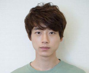 坂口健太郎 髪型 クラシカルパーマ
