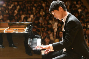 坂口健太郎 ピアノ 動画