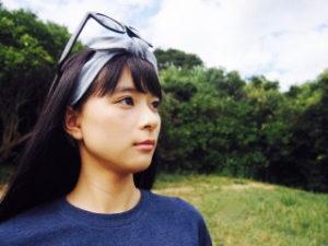 芳根京子 水着へそ画像 かわいい