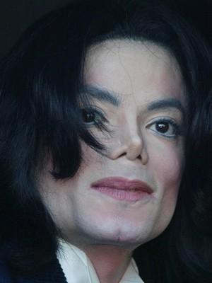 マイケルジャクソン 鼻 いじった